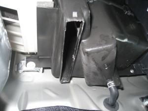 エアコンフィルター取り付け部穴あけ