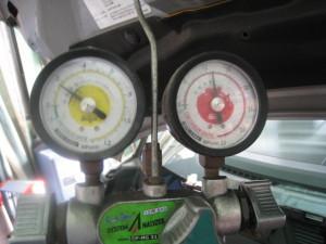 エアコンガス圧力